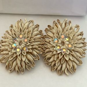 Vintage FEATHERWEIGHTS clip on earrings